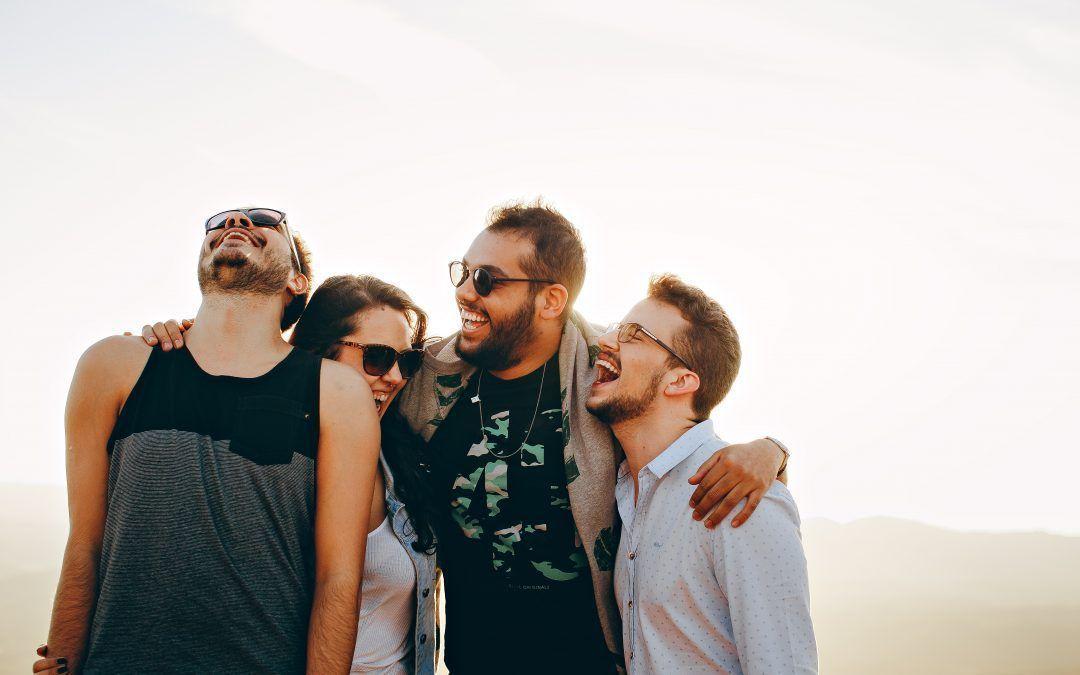 ¿Por qué enseñamos los dientes cuando sonreímos?